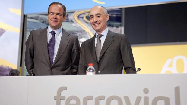 Rafael del Pino, presidente de Ferrovial (d), junto a Íñigo Meirás, CEO (i)