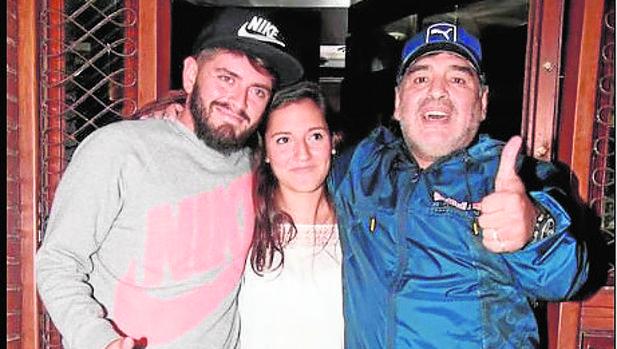 La cena del encuentro: Diego Jr., Rocío Oliva y Diego Armando Maradona tras la velada