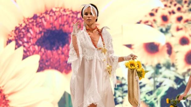 Vestido del diseñador Tony Bonet, que cumple veinte años en el mundo de la moda