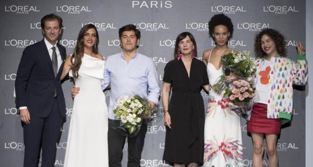 De izquierda a derecha Gregory Recoing, director general de L'Oreal París;, Sara Carbonero, Jorge Vázquez, Charo Izquierdo, Afrodita Dorado y Comisa