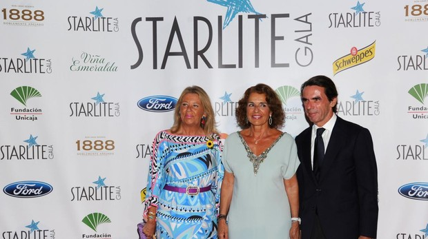 La alcaldesa de Marbella Ángeles muñoz, José María Aznar y Ana Botella