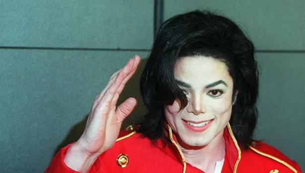 Michael Jackson durante una rueda de prensa en el año 1996