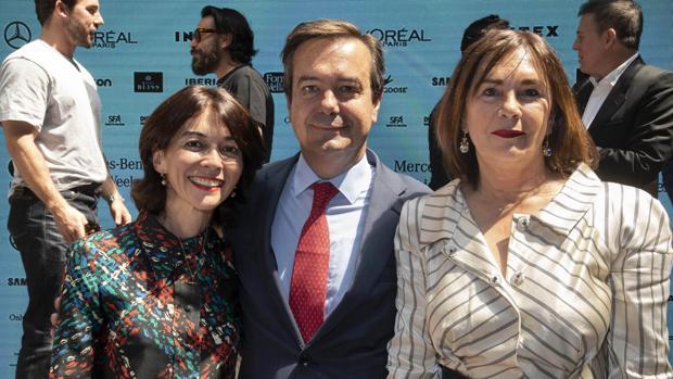 Eduardo López- Puertas, junto a Nuria de Miguel (izquierda) y Charo Izquierdo