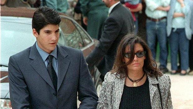 Carmina Ordoñez y su hijo, Julián Contreras, en 2004