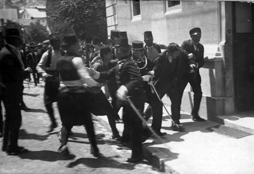 Gavrilo Princip , miembro de la Mano Negra, capturado en Sarajevo