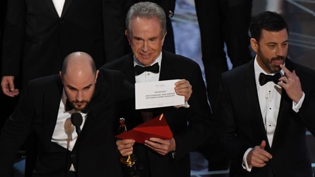Warren Beatty y Faye Dunaway se equivocaron al entregar el Oscar a mejor película