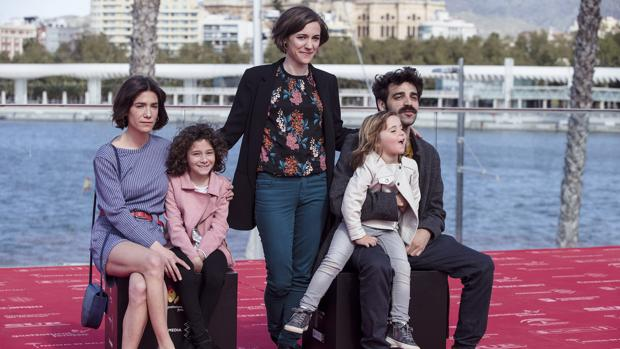 El equipo de Verano 1993 con Carla Simón, su directora, en el centro