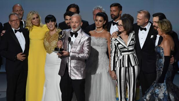 Ryan Murphy, junto al equipo de «ACS: El asesinato de Gianni Versace»