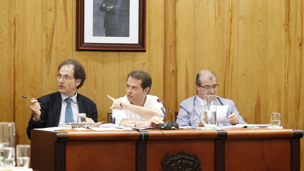 El alcalde de Mairena durante la presentación del proyecto a los grupos políticos