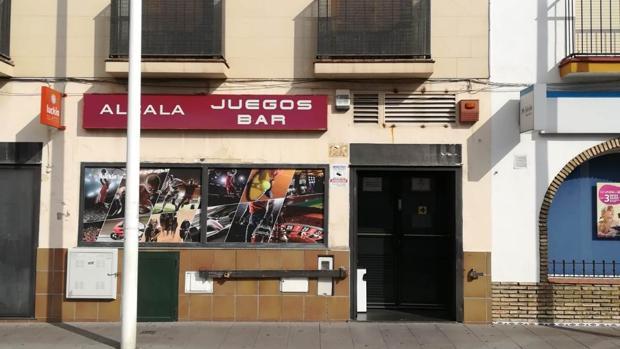 El salón de juegos que sufrió el atraco se encuentra en la calle Silos