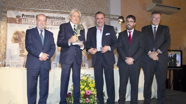 Luis del Olmo recibió en la noche del pasado jueves el premio Manuel Alonso Vicedo