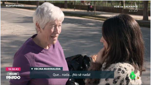 Momento en el que una reportera de La Sexta pregunta a una vecina de Marinaleda