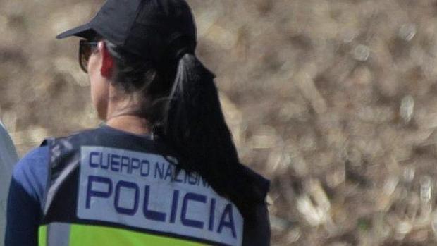 Una agente del Cuerpo Nacional de Policía