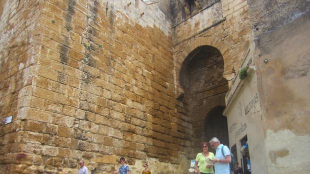 El Alclázar de la Puerta de Sevila es uno de los monumentos más visitados de Carmona