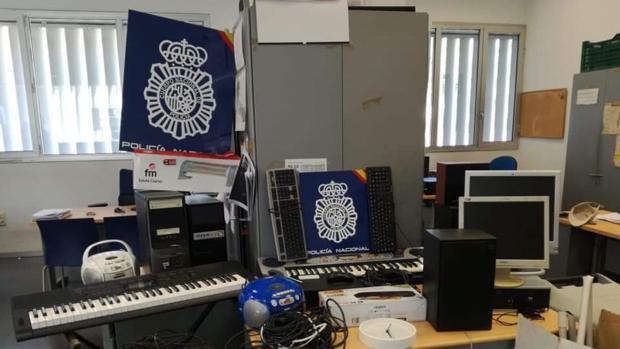 Entre los elementos robados había ordenadores, altavoces o instrumentos musicales