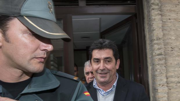 Antonio Maestre sale de los juzgados de Utrera tras declarar