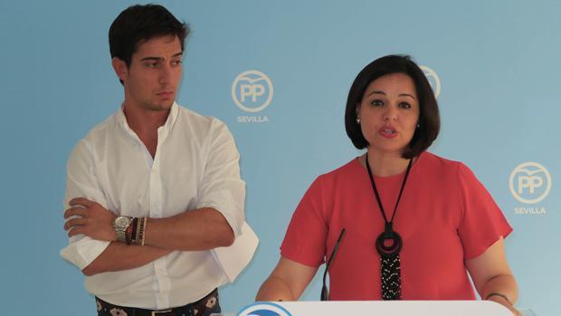 Luis Paniagua junto a la presidenta del PP de Sevilla, Virginia Pérez