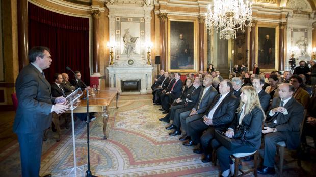 Juan Espadas interviene ante los representantes de los países miembros de la Red de Ciudades Magallánicas