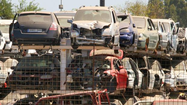Durante la crisis, muchos sevillanos ha retrasado la renovación de sus vehículos y ahora los entregan con más de 10 años de antigüedad a la hora de comprar otro coche