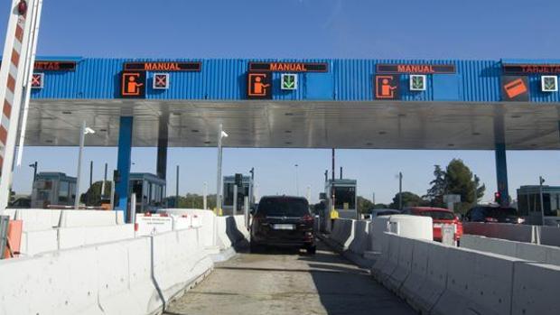 La subida del peaje de la autopista crispa a usuarios y políticos