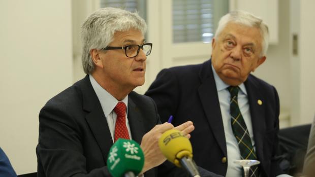 Javier Landa en la conferencia de prensa