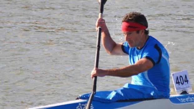 Antonio Ramos practica uno de sus deportes favoritos todos los fines de semana en el río