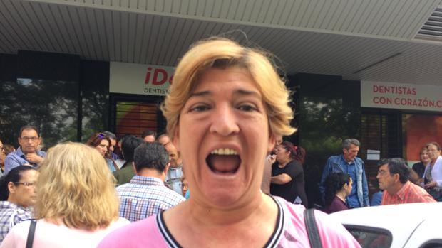 Una de las mujeres afectadas por el cierre de la clínica