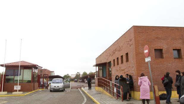 Entrada a la cárcel Sevilla 1 y el Hospital Psiquiátrico Penitenciario, ambos en Mairena del Alcor