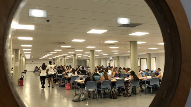 Calendario Examenes Derecho Us.La Guerra De Los Estudiantes Por Coger Sitio En Las Bibliotecas De