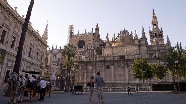 Vistas a la Catedral y al Archivo de Indias