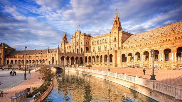 Fachada principal de la Plaza de España