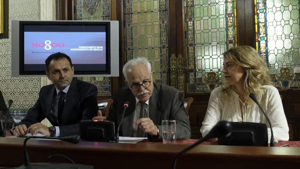 Joaquín Castillo presenta los presupuestos con José Miguel Herrera y Eva Vidal
