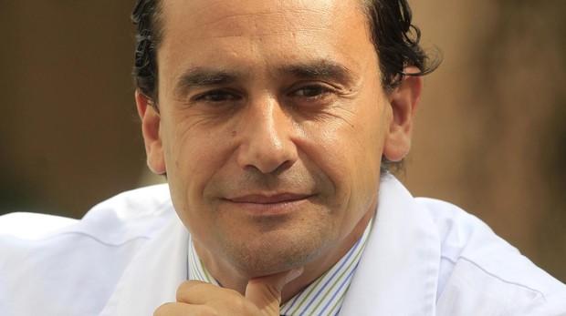 El experto Salvador Morales Conde apuesta por la formación y por una medicina preventiva