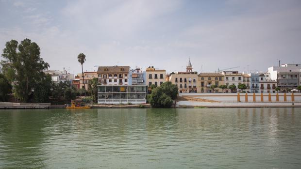 El paseo fluvial a la altura de la calle Betis