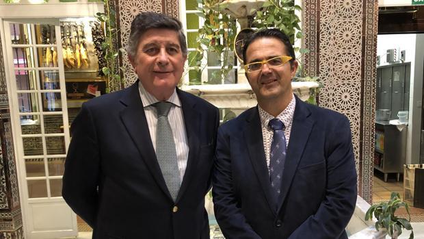 Manuel Pérez, a la izquierda, con Juan Carrión, presidente de Feder