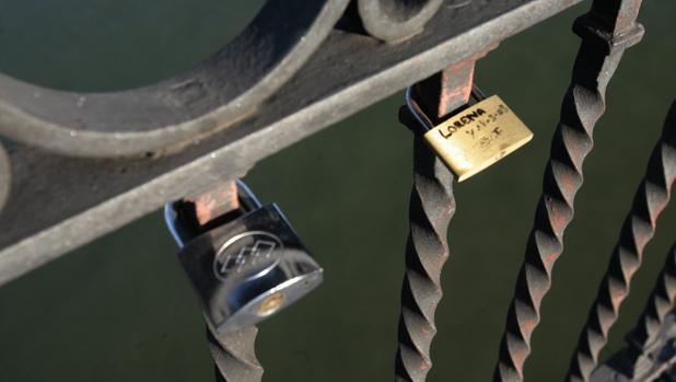 Candados en el Puente de triana
