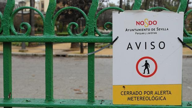 l cierre de los parques es habitual cuando existe una alerta por viento y lluvia