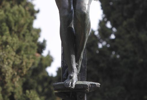 Detalle de las piernas del Cristo de las Mieles