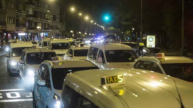Imagen de una de las últimas protestas de los taxistas en Sevilla