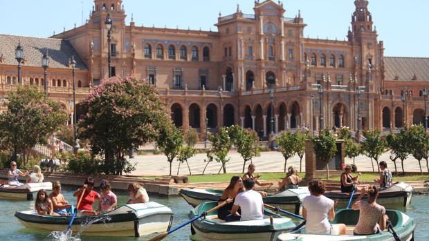 Los expertos alertan del elevado índice de radiación utltravioleta de estos días en Sevilla