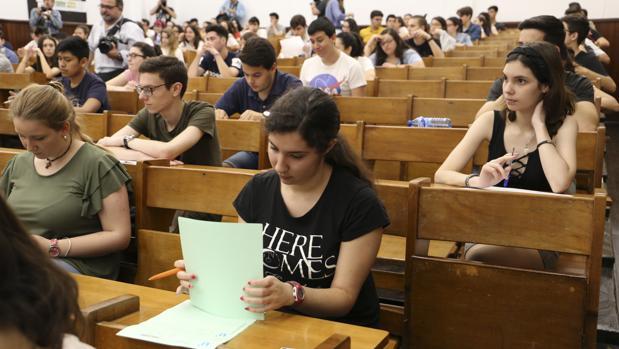 Más de ocho mil estudiantes de la provincia de Sevilla se examinan desde este martes de la Selectividad