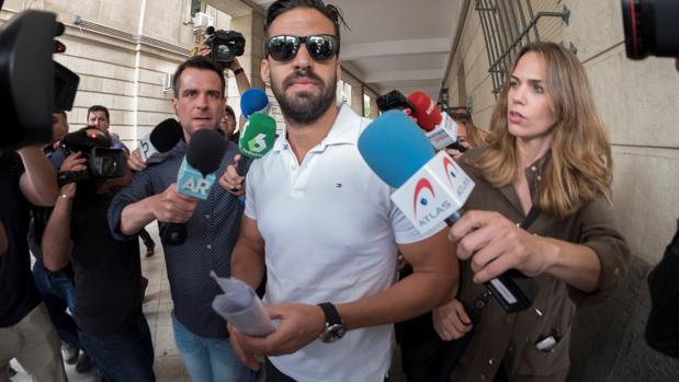 Antonio Manuel Guerrero, miembro de la manada ha perdido su condición de Guardia Civil