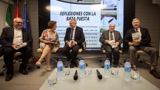 Los doctores Manuel Álvarez Romero y José Ignacio del Pino han recogido sus propias experiencias profesionales en un libro