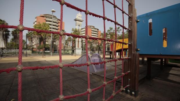 Imagen de un parque infantil situado en los Jardines de Hércules
