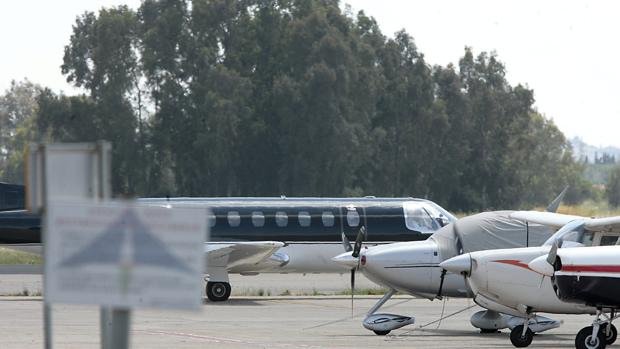Aviones privados estacionados en el aeropuerto de Sevilla