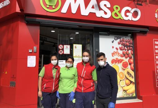 Inma, Andrea, Marina y Jorge, dependientes de supermercado