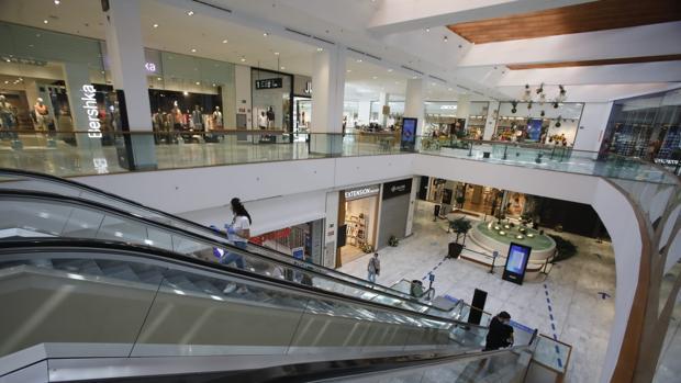 Los centros comerciales de Sevilla abren con un 80% de las tiendas operativas
