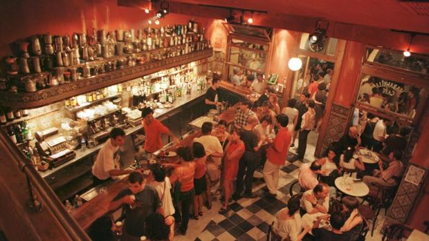 Cierra el bar Habanilla de la Alameda, lugar de culto de la movida de Sevilla
