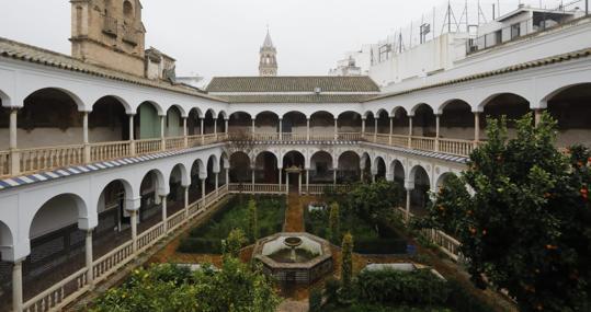El claustro principal de Santa Inés