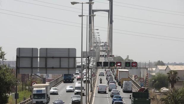 La subida del precio del acero replantea los plazos del puente del Centenario en Sevilla
